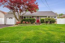 1610 BEECH ST., WANTAGH